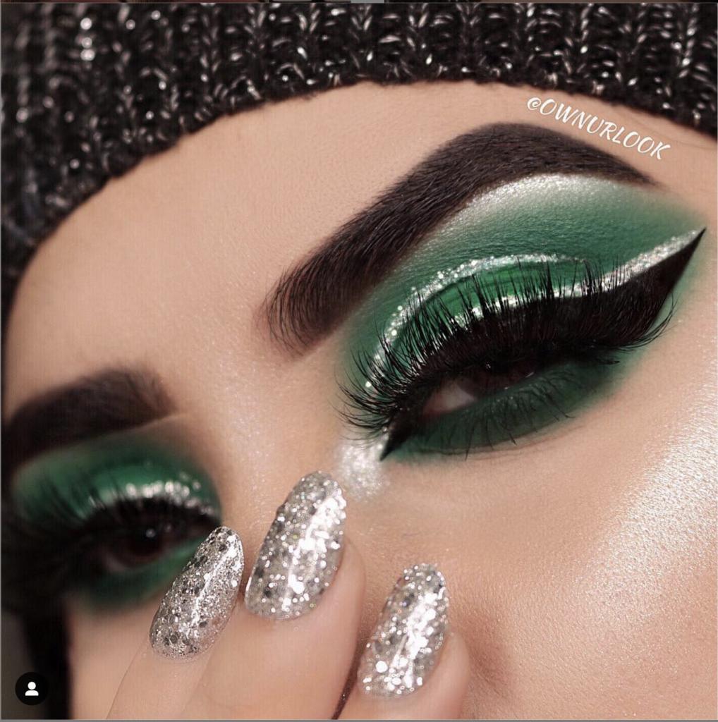 Maquillaje de ojos verde botella