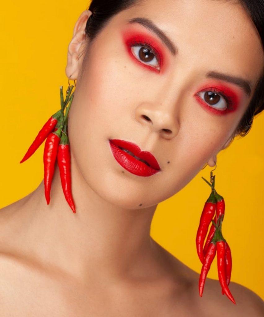 Labios rojos maquillaje rojo