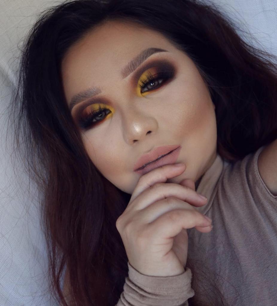 Maquillaje marron y amarillo